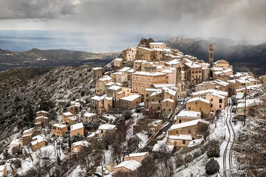 Corse – Le village de Speloncato sous la neige