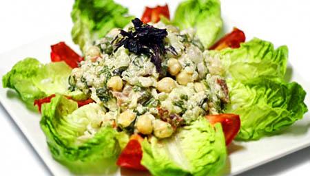 Ensalada de arroz y algas con veganesa