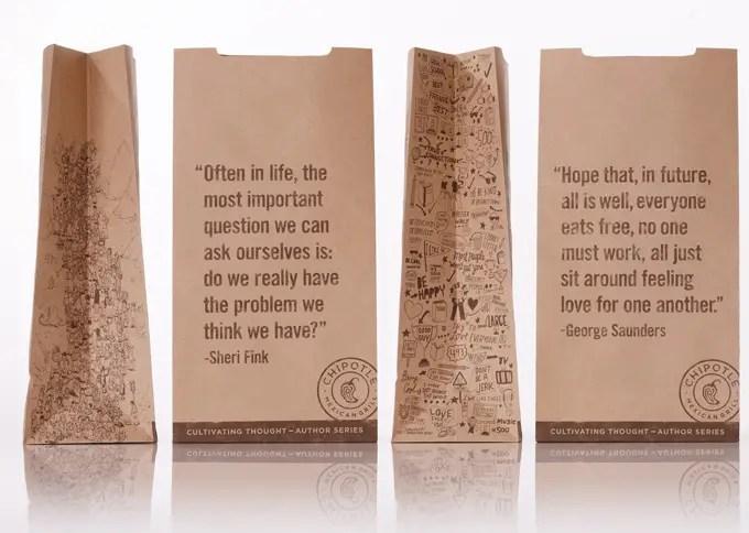 Bolsas de papel con mini ensayos de escritores