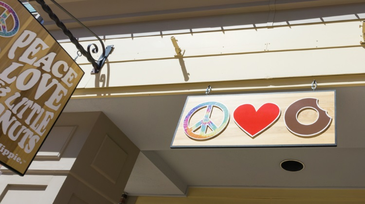peace love little donuts exterior