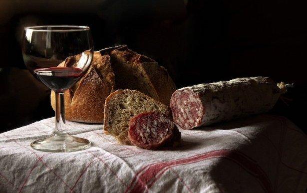 Brot, Wurst und Wein