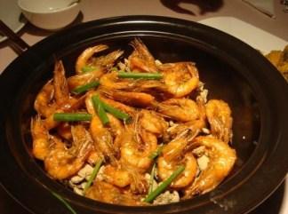 Langostinos fritos con hojas de té Jing