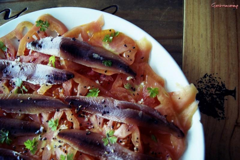 ensalada de tomate y anchoa