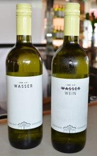 Stiftsweingut Herzogenburg Wasser Wein Flaschen