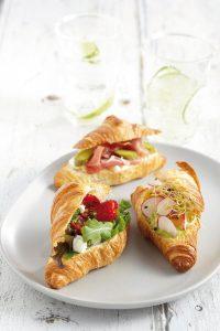 Französische Croissants Gastronomie Délifrance Croissants aus dem Hause Délifrance, als Sandwiches gefüllt