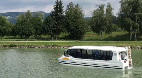 Amphibien-Bus nimmt Betrieb in Salzburg auf