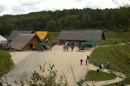 Top-Ausflugziele Niederösterreich im Herbst Steinzeitdorf
