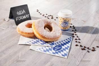 riesen hefe donuts  Als krönender Abschluss jeder Hüttengaudi schmeckt der Bayerische Giga-Hefedonut als süße Nascherei besonders gut.
