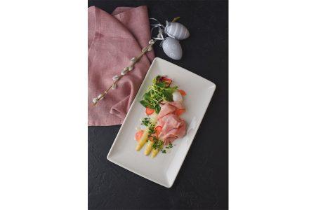 Osterbrunch in luftiger Höhe 57 Restaurant Beim köstlichen Brunch im 57 Restaurant des Hotels Meliá Vienna darf delikater Osterschinken nicht fehlen.