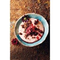 Desserts für warme Tage: Rezept für Rote-Rüben-Granité mit Rhabarbercreme