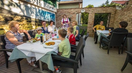 Sommer genießen im schattigen Gastgarten Holzinger