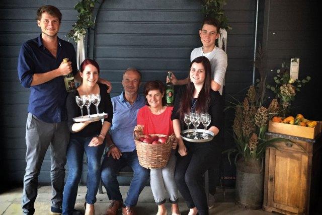Bio Obstsäfte Gastronomie : Obstbauern aus Leidenschaft: Bernhard, Kathrin, Karl, Roswitha, Daniela und Christoph Haas