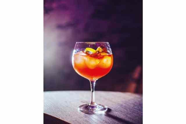 """Erfrischung in pink Der """"Pink Sicilia"""" erfrischt ohne Alkohol und überzeugt mit feinen Zitrusnoten und Sanbitter-Aroma"""
