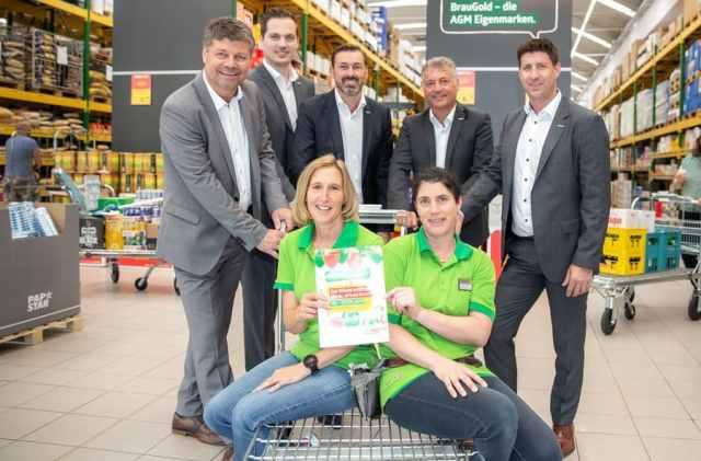 Bürgermeister Gerhard Pirih (li.) gemeinsam mit den beiden Geschäftsführer der C & C Abholgroßmärkte Gesellschaft, Peter Buchner und Michael Kager-Foltin und dem AGM-Team in Spittal.