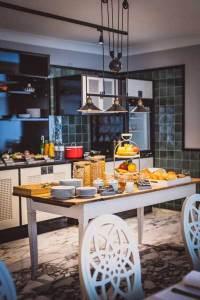 Boutique-Hotel HENRI Ein guter Tag beginnt mit einem guten Frühstück in der Hausküche.