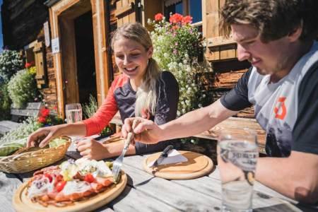 Eine überwältigende Mehrheit der Österreicher wünscht sich eine Öffnung der Lokale und vor allem der Gastgärten schon im März.