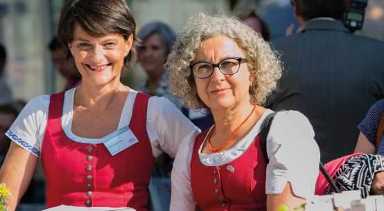 v.l.n.r. DIin Margit Steinmetz-Tomala (GF Kulinarik), Hofr. Maga Maria-Theresia Wirtl (Leitung Stabstelle Genussland).
