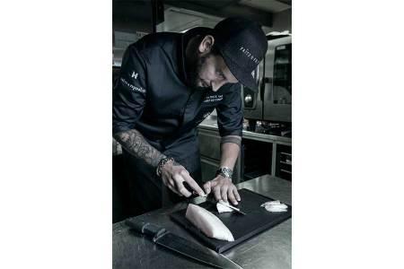 Gourmet-Take-away Patrick Pass bei der Zubereitung seiner Sashimi-Kreationen.