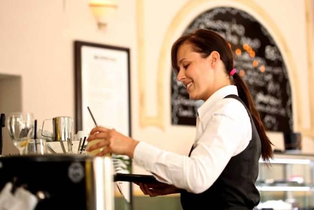 Für die Kurzarbeit im Gastgewerbe gelten ab Juli neue Regeln.