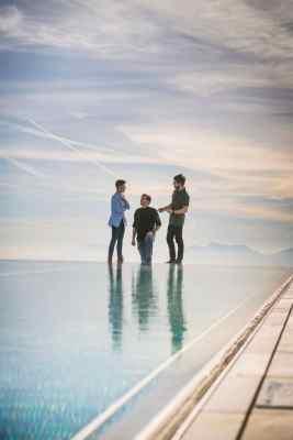Dynamisches Trio: Haubis-Kundenmanagerin Christina Kandussi mit den Feuerberg-Küchenchefs Danijel Radic und Kevin Granegger