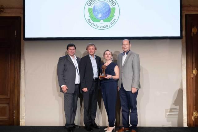 Verleihung Green Brands Award an die Unternehmensgruppe Spitz (v.l.n.r.): Peter Lieber (ÖGV), Jörg Knebusch (S. Spitz), Jasmin Rammer (S. Spitz) und Norbert Lux (Green Brands)