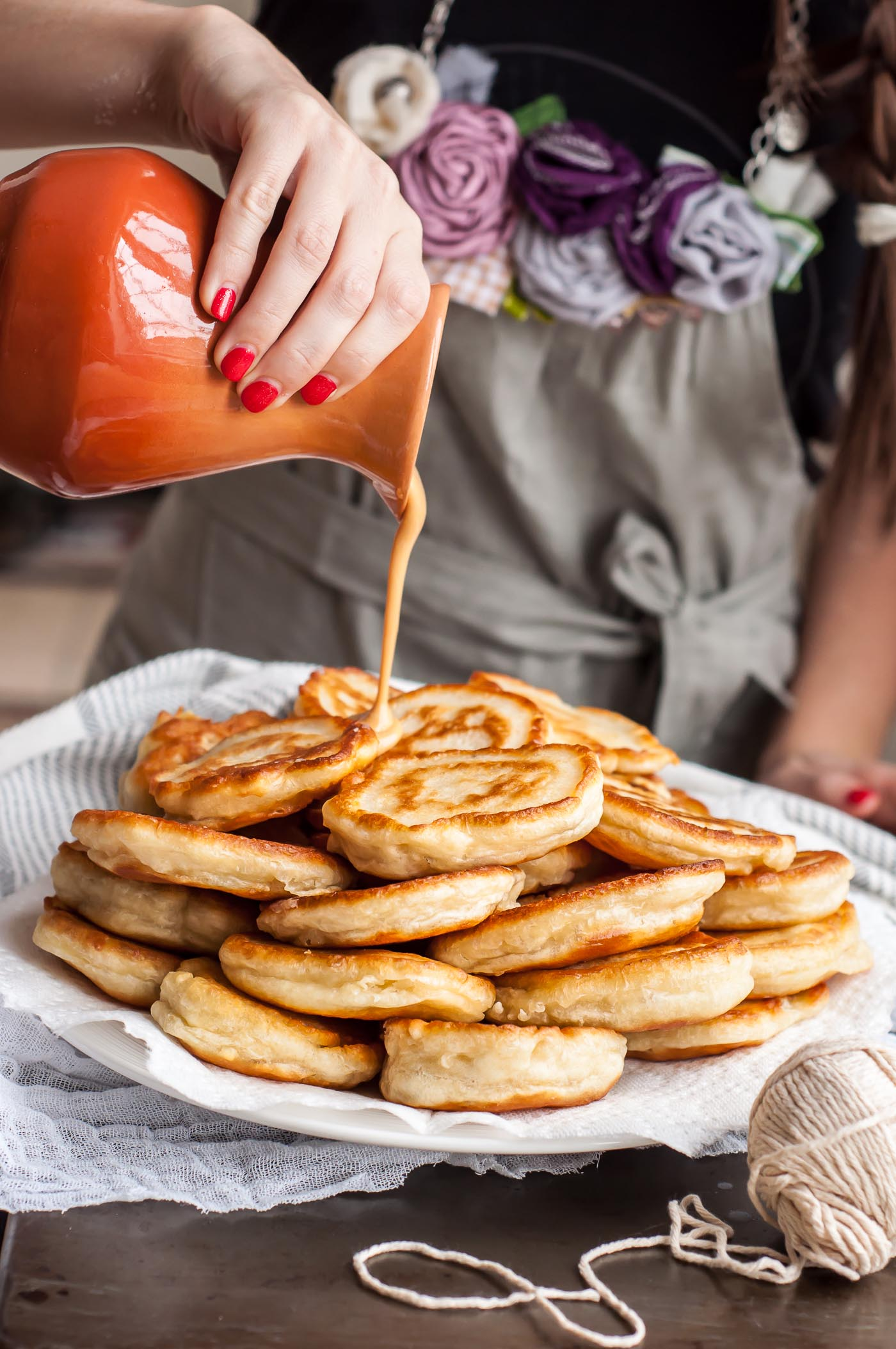 Pancakes on kefir without eggs - fast, cheap, tasty
