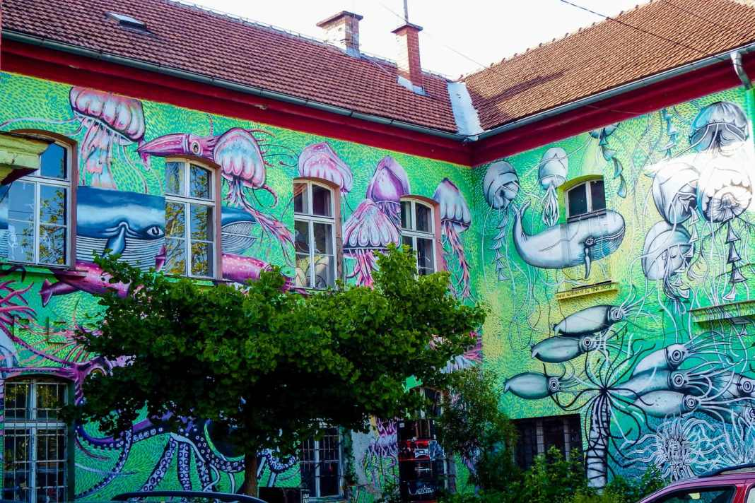 Ljubljana street art guide – exploring street art and graffiti - #streetart #art #graffiti #slovenia #europe #urban #murals #mosaic #travel #europeantravels #travelblogger #ljubljana