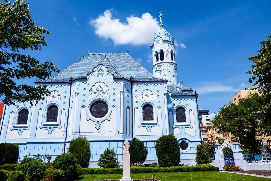 Bratislava travel guide - #bratislava #slovakia #oldtown #travel #whattodo #cityguide #travelblogger #europe #thingstodo #whattosee #sights #attractions