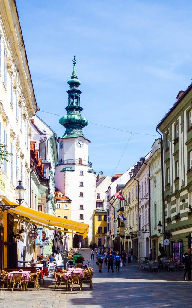 Bratislava 1 day guide - #bratislava #slovakia #oldtown #travel #whattodo #cityguide #travelblogger #europe #thingstodo #whattosee #sights #attractions