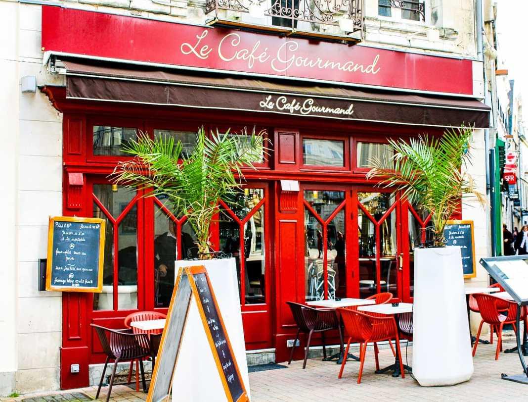 The Paris Foodie Guide-Top 10 - #michelin #joelrobuchon #wine #bistros #markets #cheese #macarons #fauchon #gallerieslafayette #foodies #gourmet #patisserie #paris #france #chocolate #ladurée' #angelina #moule #marche #travelblogger #fromage #vin