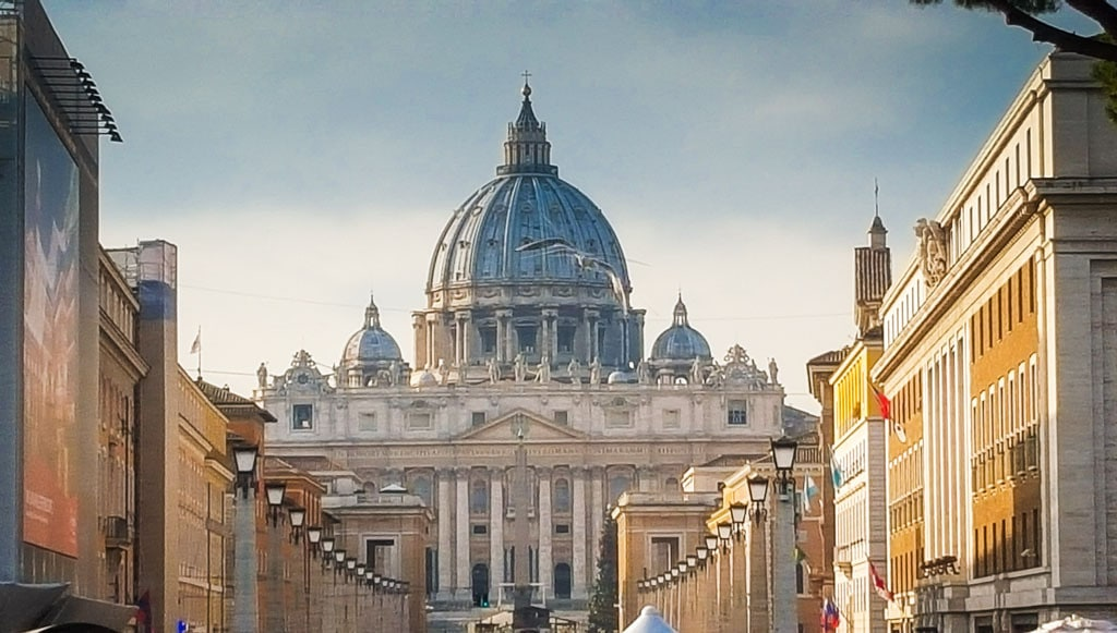 What to see in a weekend in Rome - #top10 #sightseeing #cityguide #rome #roma #italy #whattosee #whattodo #travel #travelblog #colosseum #spanishsteps #trevi #fountain #trastevere #vatican #sistinechapel #stpeters #pantheon #forum #roman #piazzanavona #