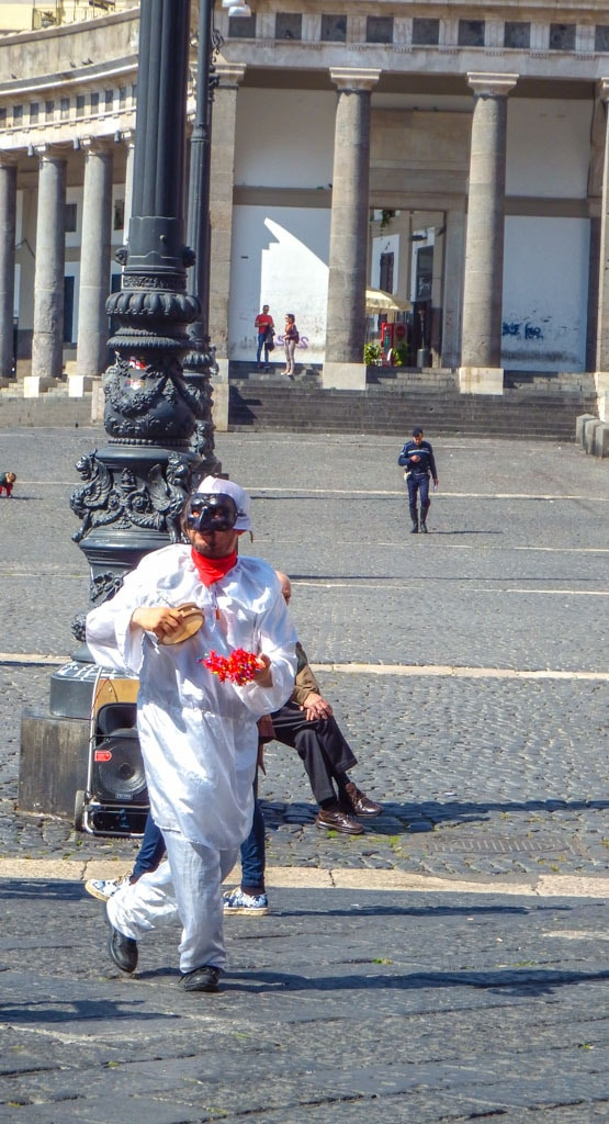 See the sights of Naples in just a day -#italy| #foodies | #naples | # napoli | #italie | #UNESCO | #pulcinella | | #castelnuovo | #sfogliatella |#spaccanapoli | #markets | #history | #sightseeing | #europe | #cityuide #traveltips | #travelblogger | #whattodo