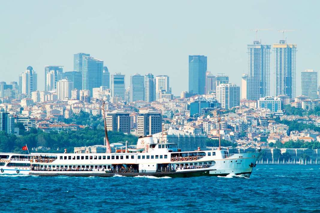 What to do in Istanbul– #istanbul #turkey #travel #asia #sights #whattosee #tulips #hagiasophia #cruise #markets #grandbazaar #palace #basilica #cistern #mosque #palace #spice #bosphorus #ortokoy #EMINÖNÜ