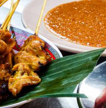 satay and dipping sauce