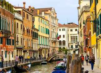 Fall in love with Venice in a day -#venice #italy #cityguide #sightseeing #culture #grandcanal #rialto #sanmarco #stmarks #doges #gondola #travel #travelblogger