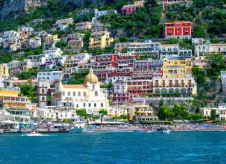 How to spend a day in Positano- #amalficoast #italy #southernitaly #coast #beach #travel #positano #amalfi #sights #whentogo #shopping #whattodo #travel #travelguide