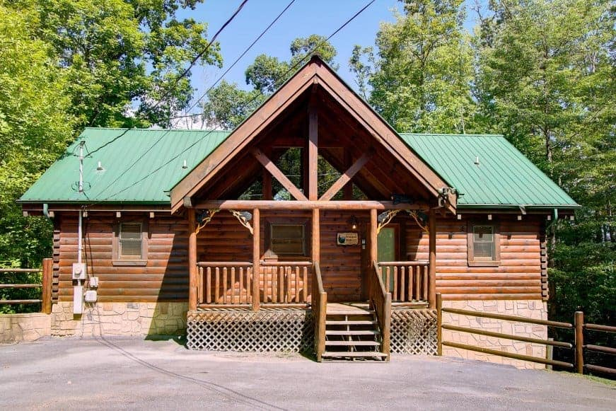 7 Gatlinburg Arts and Crafts Community Cabins for Your