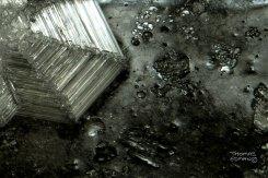 Iskristall mot isen