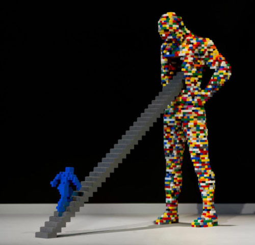 "Nathan Sawaya: opera ""Stairway"", dalla mostra The Art of the Brick, presso lo Spazio Set Tirso, al Salario, dal 28 ottobre al 14 febbraio."