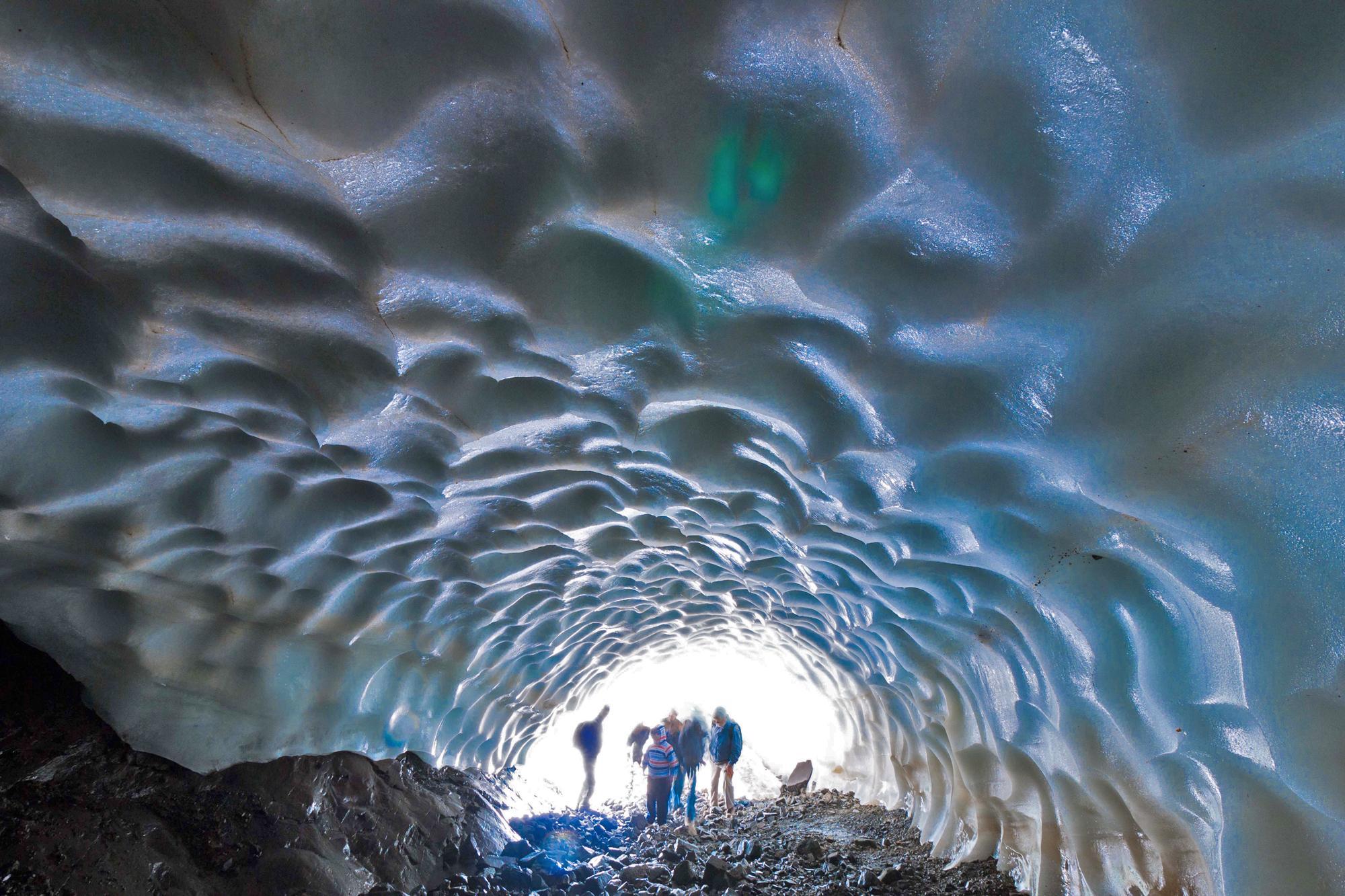 argentina esquel patagonia tunnel ghiaccio