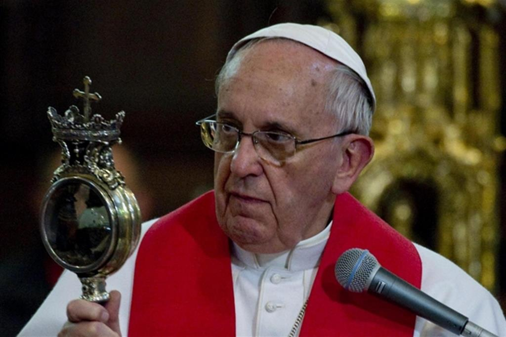 papa francesco visita a napoli
