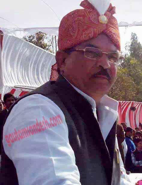 अपराध और राजनीति के भंवर में फंस सा गया कवि डीपी