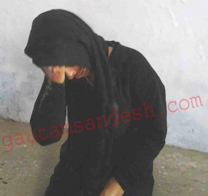 महिला पर तेजाब से हमला, तमंचे की बट से की पिटाई