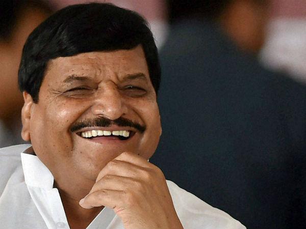 शिवपाल सिंह यादव कह गये कि आतंकियों के पक्ष में है सपा