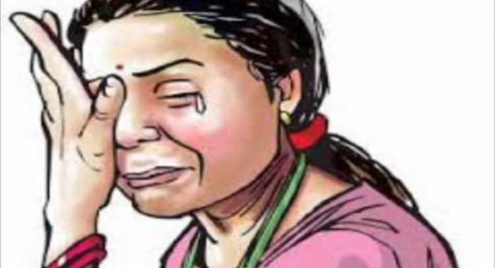 ज्वैलरी बदलने आईं लड़कियों को दुकानदार ने बेरहमी से पीटा, मुकदमा दर्ज