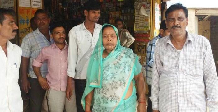 धार्मिक यात्रा पर आये लोगों को बदमाशों ने लूटा, विवाहिता का अपहरण