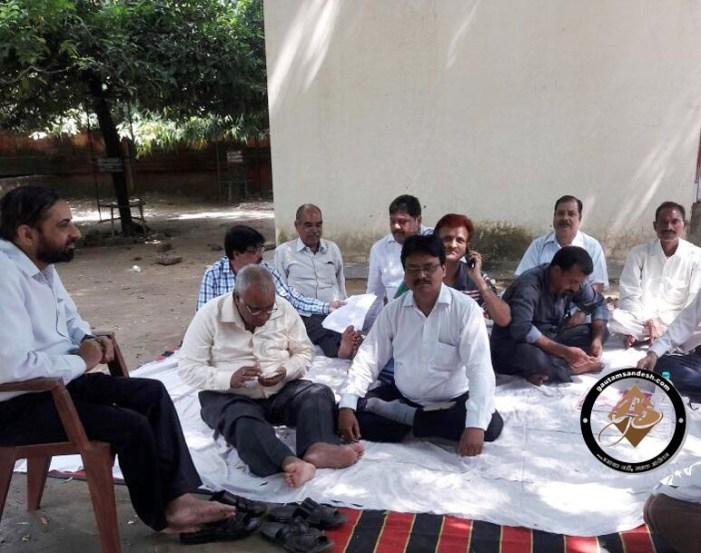 वेतन मांगने पर मिली जेल भेजने की धमकी, डीआरडीए कर्मियों की हड़ताल