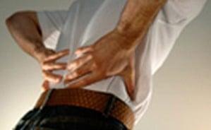 איך להרים מזוודה בלי לפגוע בגב