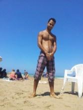 beur poilu a la plage