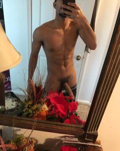 selfie arab nude 21